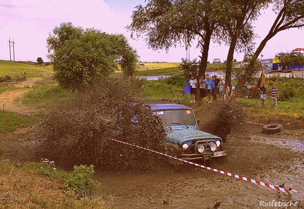 УАЗ 469 наваливает в балке тубай